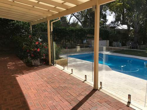 frameless-glass-pool-fencing-perth-wa11